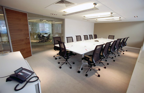 Office interior design grupo mobilart for Interiores de oficinas